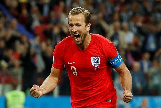 Střelec Harry Kane oslavuje gól Anglie v osmifinále MS.