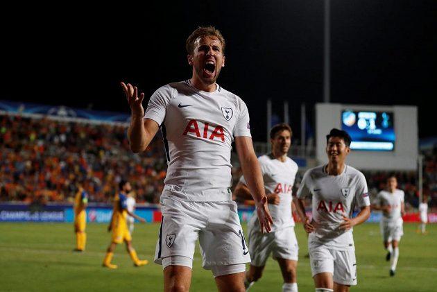 Harry Kane z Tottenhamu jásá, APOEL zatížil hattrickem.