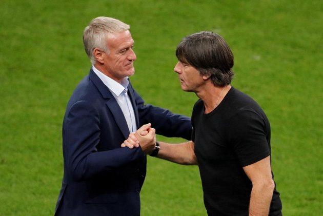 Trenér fotbalistů Francie Didier Deschamps se zdraví se svým německým protějškem Joachimem Löwem po utkání Ligy národů.