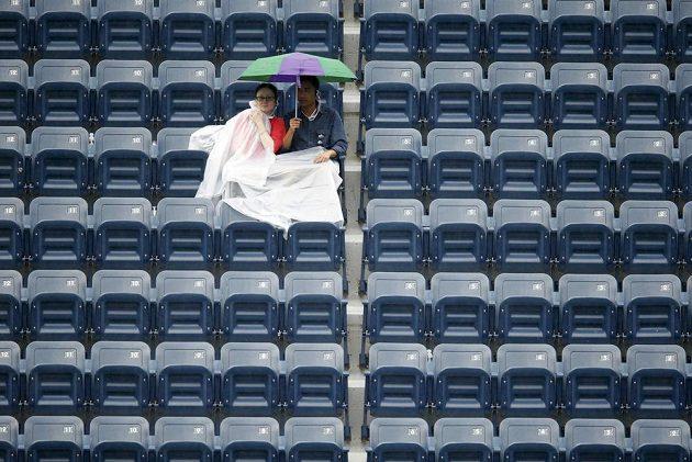 Finále US Open komplikoval déšť.