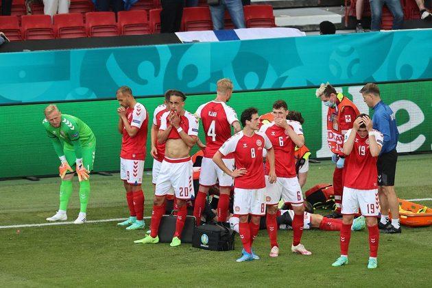 Dánští fotbalisté se modlí za zdraví Christina Eriksena