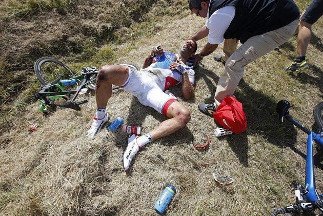 Ošklivě potlučený Francouz William Bonnet, který na letošní Tour skončil.