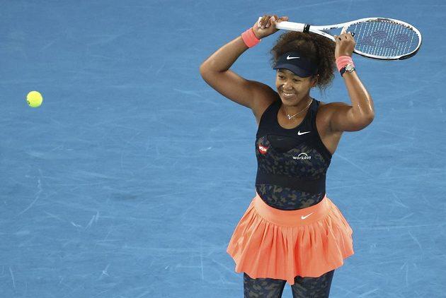 Japonka Naomi Ósaková se raduje ze zisku svého druhého titulu z Melbourne
