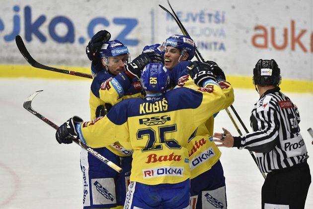 Hráči Zlína se radují z vyrovnávacího gólu proti Mladé Boleslavi.