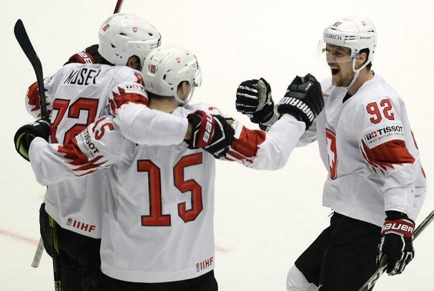Švýcarská radost! Tým si po nečekané výhře nad Finskem zahraje na MS semifinále.