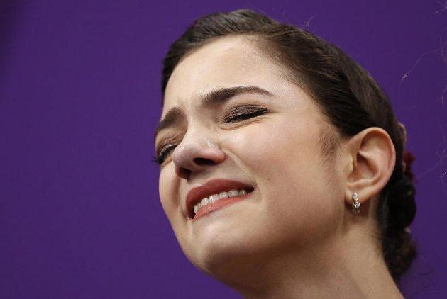 Dvojnásobná mistryně světa v krasobruslení Jevgenija Medveděvová brala na olympiádě stříbro a oplakala jej.