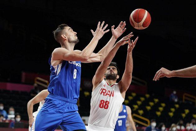 Tomáš Satoranský (vlevo) v utkání s Íránem.