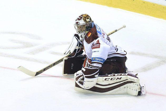 Utkání 9. kola hokejové extraligy: HC Olomouc - HC Sparta Praha 1. října v Olomouci. Brankář Sparty David Honzík.