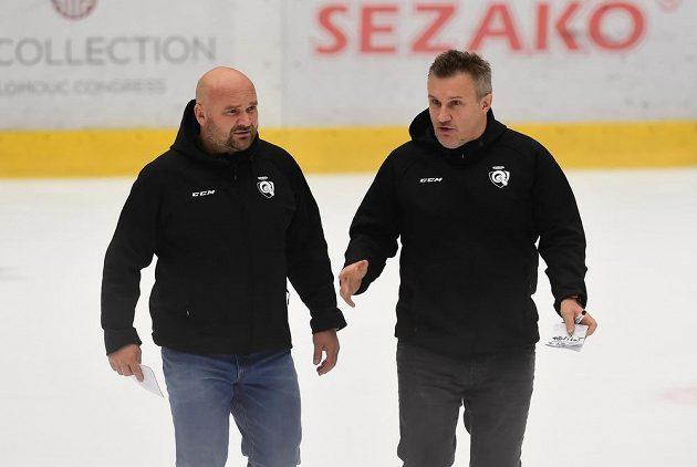 Zleva asistent trenéra Zlína Luboš Jenáček a prozatímní trenér Zlína Martin Hamrlík.