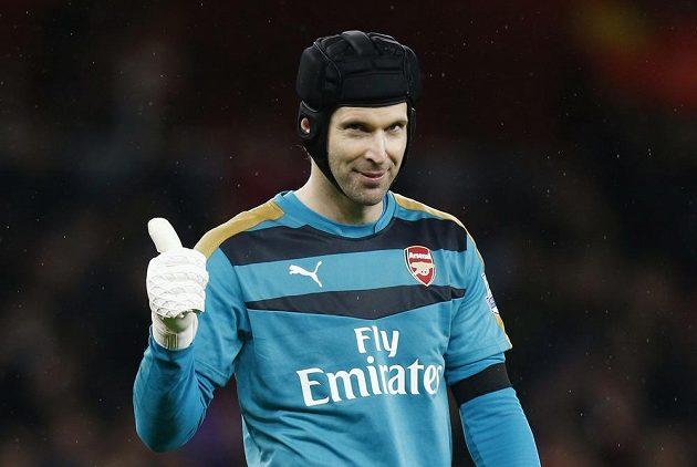 Spokojený brankář Petr Čech. V Premier League vychytal 171. nulu, jeho Arsenal se navíc osamostatnil v čele tabulky.