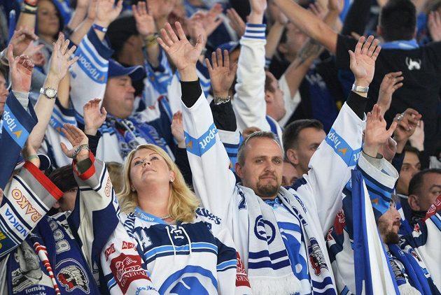 Fanoušci Plzně slaví výhru nad Spartou.