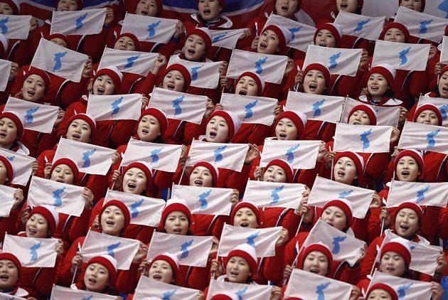Severokorejské roztleskávačky v akci během olympijských her v Pchjongčchangu.