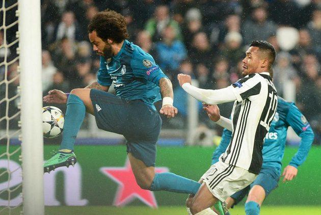 Brazilec Marcelo přidává třetí gól Realu proti Juventus.