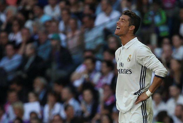 To snad ne! Ironický úsměv na tváři hvězdy Realu Madrid Cristiana Ronalda dává tušit, že nevěřil, že se Atlétiku povede v derby vyrovnat náskok Bílého baletu. Zápas o krále Madridu skončil 1:1.