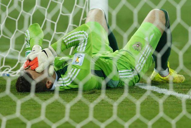 Smutný brankář Igor Akinfejev, po jeho chybě prohrávalo Rusko s Jižní Koreou 0:1.