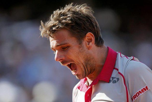 Švýcarský tenista Stan Wawrinka ve finále French Open s Novakem Djokovičem.