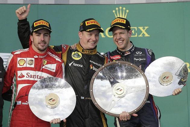 """""""Parta z bedny"""" - stříbrný Alonso z Ferari, vítěz Räikkönen ze stáje Lotus a netradičně bronzový úřadující světový šampión Vettel z Red Bullu."""