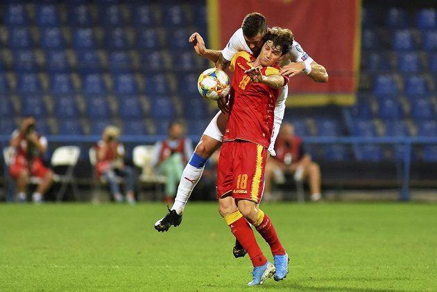 Ondřej Čelůstka v tvrdém souboji v kvalifikačním souboji s Černou Horou