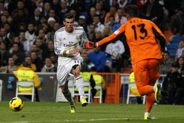 Gareth Bale z Realu byl v soubojích s brankářem Sevilly Betem dvakrát úspěšný.