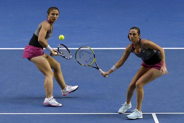 Italské tenistky Sara Erraniová (vlevo) a Roberta Vinciová vyhrály na Australian Open čtyřhru.