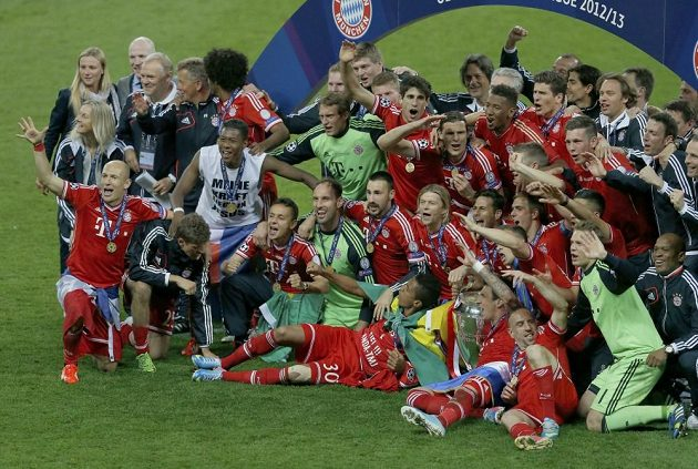Fotbalisté Bayernu se radují z triumfu v Lize mistrů.