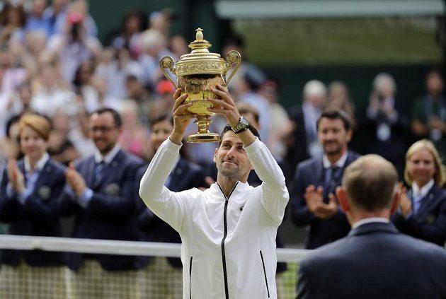 Novak Djokovič ve fantastickém finále udolal Rogera Federera