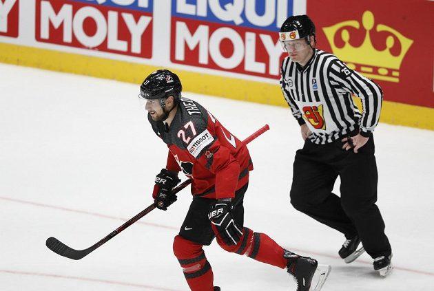 Kanaďan Shea Theodore se raduje z gólu ve finále mistrovství světa.