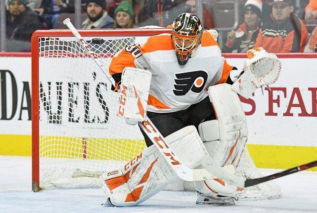 Český gólman Michal Neuvirth z Philadelphie Flyers v akci.