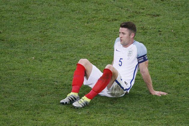 Zklamaný obránce Albionu Gary Cahill po utkání s Ruskem.