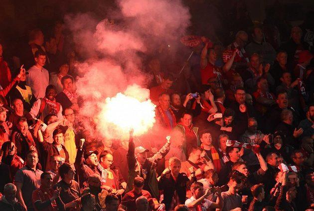 Radost fanoušků Liverpoolu po úvodním gólu proti Seville ve finále Evropské ligy.