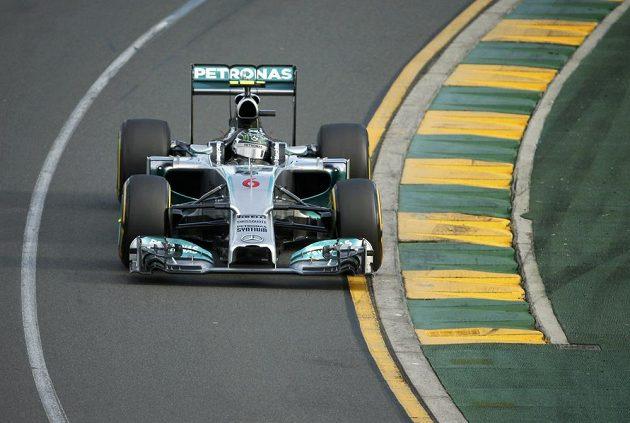 Lídr VC Austrálie Nico Rosberg na trati v Melbourne se svým mercedesem.