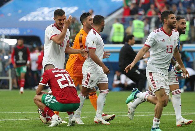 Fotbalisté Maroka smutní, rivalové z Íránu se naopak topí ve štěstí. Zápas outsiderů skupiny B fotbalového MS rozhodla vlastní branka ve prospěch Íránu.
