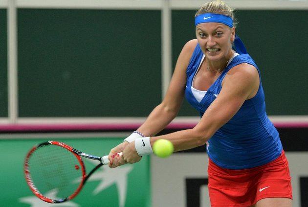 Petra Kvitová byla na finále Fed Cupu pořádně nažhavená. Takhle se česká jednička rozehrávala před úvodní dvouhrou s Andreou Petkovicovou.