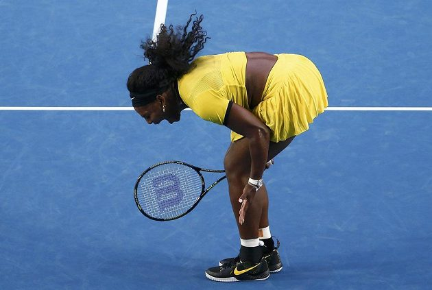 Americká tenistka Serena Williamsová si vypomáhá výkřikem při finále ženské dvouhry na letošním Australian Open.
