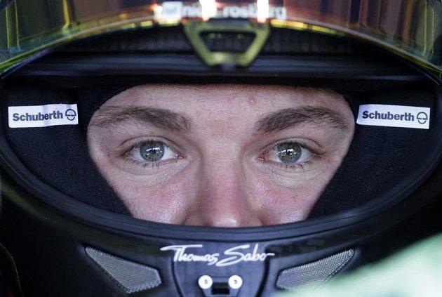 Lídr seriálu Nico Rosberg z Německa se koncentruje na první trénink při GP Maďarska.