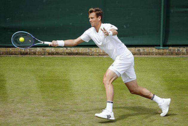 Tomáš Berdych v utkání 1. kola Wimbledonu.