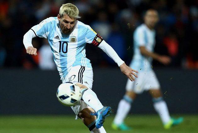 Argentinec Lionel Messi v utkání kvalifikace MS proti Uruguayi.