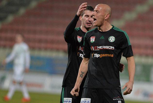 Roman Bednář (vpravo) a Tomáš Pilík z Příbrami se radují z gólu proti Sigmě Olomouc.
