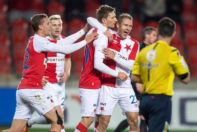 Fotbalisté Slavie (zleva) Tomáš Souček, Milan Škoda a Karel Piták oslavují gól na 1:0 v utkání s Příbramí.