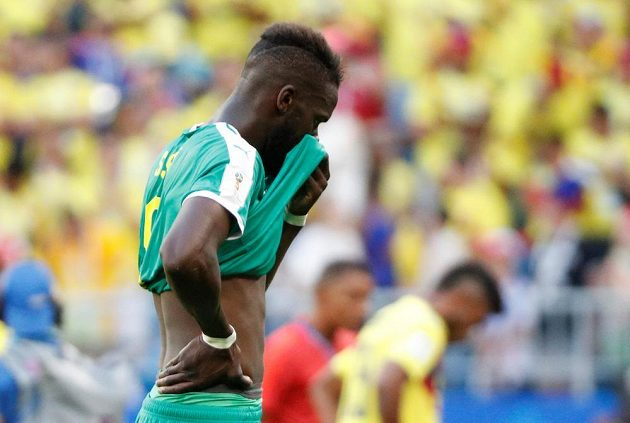 Senegalec Salif Sane po porážce od Kolumbie, která znamenala vyřazení z MS.