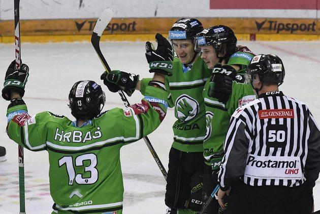 Hokejisté Mladé Boleslavi se radují z úvodní branky utkání