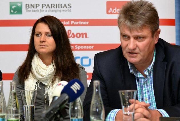 Lucie Šafářová a předseda Českého tenisového svazu Ivo Kaderka.