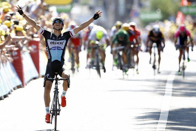 Český cyklista v cíli šesté etapy Tour de France všem svým konkurentům ujel a vychutnal si životní triumf.