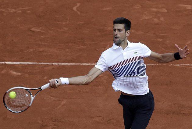 Tenista Novak Djokovič v utkání 3. kola na French Open.