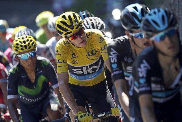Vedoucí muž celkového pořadí Tour Chris Froome, vlevo Nairo Quintana z týmu Movistar.