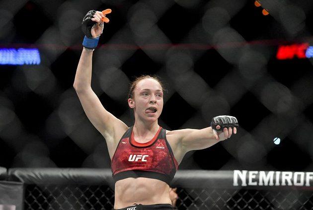 Večer smíšených bojových umění UFC Fight Night Prague nabídl i souboj české bojovnice Lucie Pudilové. S Liz Carmoucheovou z USA prohrála na body, ale rvala se statečně.