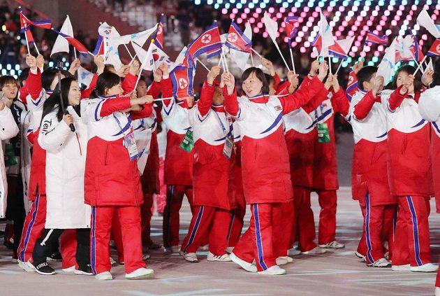 Společná korejská olympijská výprava při závěrečném ceremoniálu ZOH v Koreji.