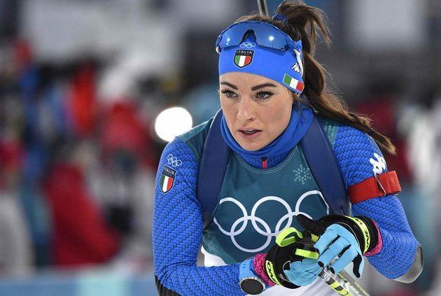 Italská biatlonistka Dorothea Wierer při individuálním závodě.