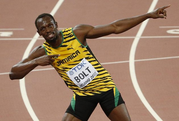 Tradiční gesto sprinterského krále Usaina Bolta.