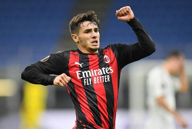 Brahim Diaz z AC Milán oslavuje gól proti Spartě.